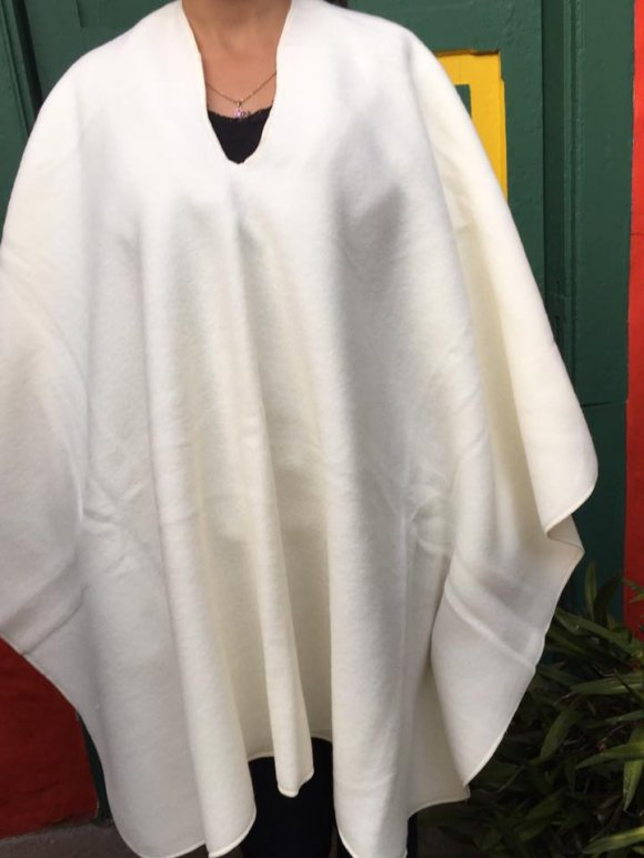 Ruana Liviana Blanca Tradicional
