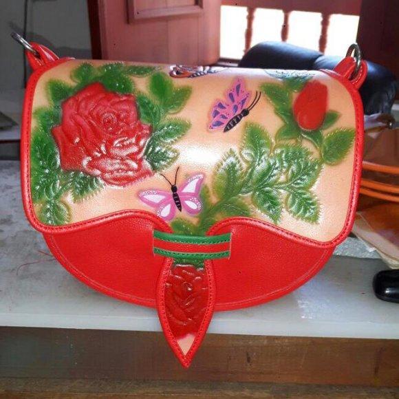 Carriel Tallado Rosas Rojas